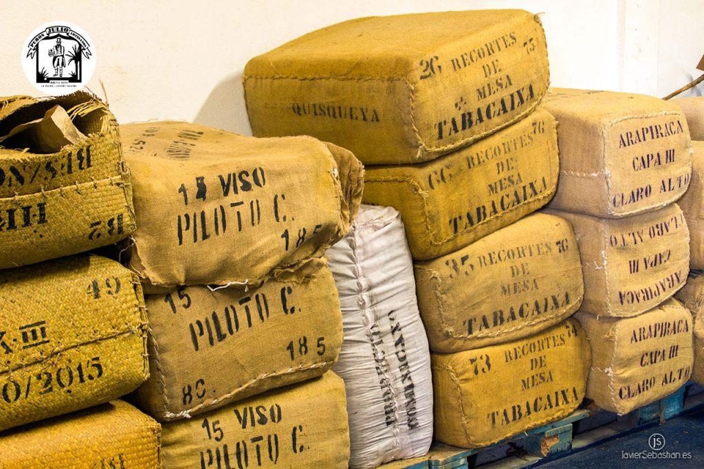 Vive la experiencia de un taller artesanal de puros palmeros. Puros Artesanos Julio. Breña Alta. La Palma. Islas Canarias. Puros Canarios.